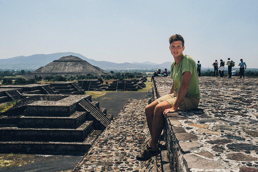 Мексика, Теотиуакан, пирамида луны. Сентябрь 2010г.