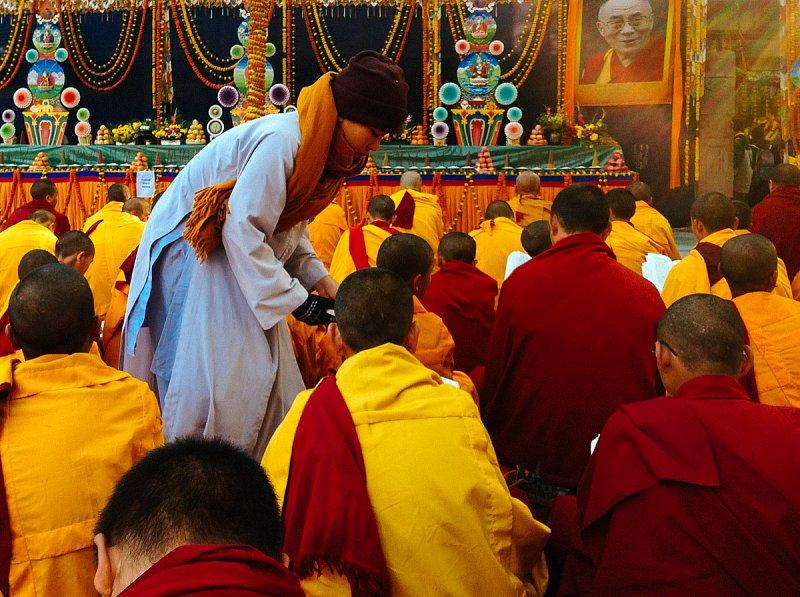 проводимой монахами линии